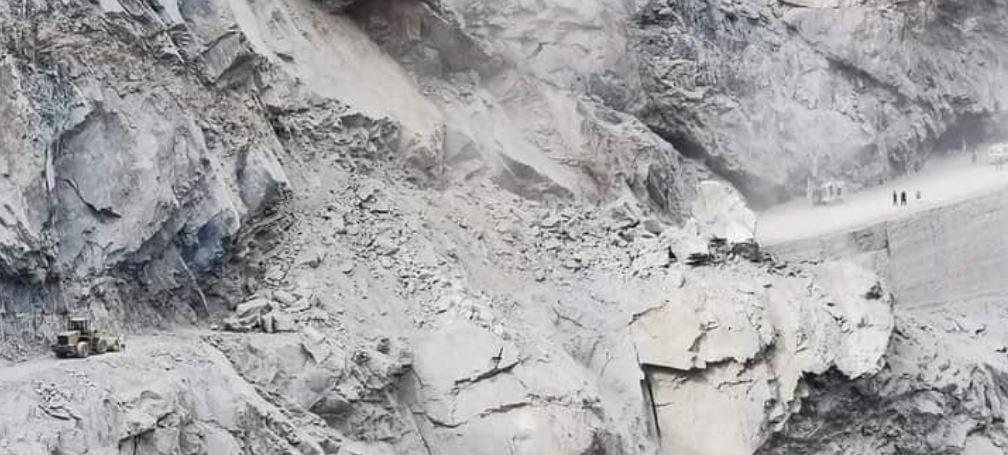 Skardu road blocked at Ganji